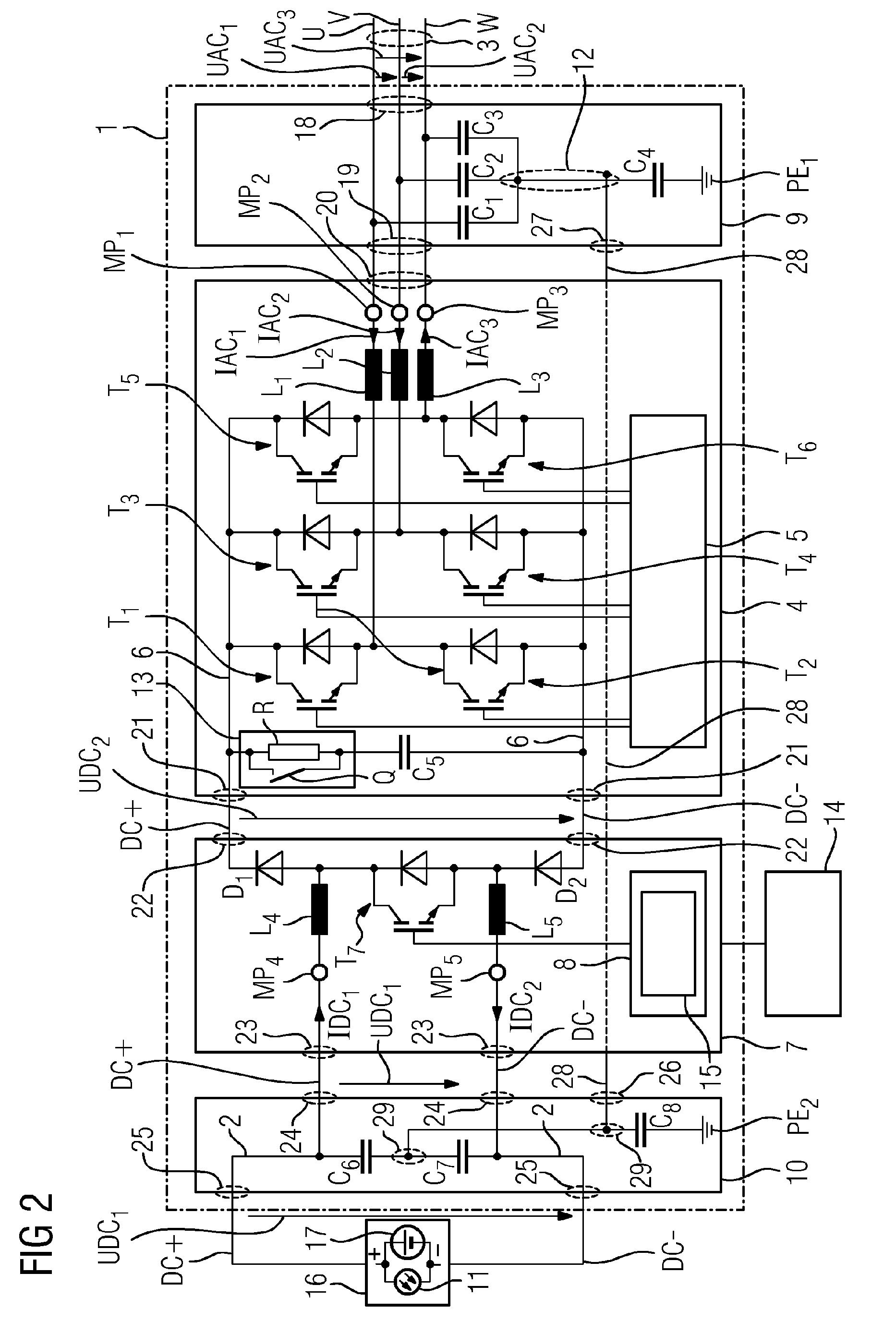 Energieeinspeisevorrichtung mit symmetrischer Anbindung